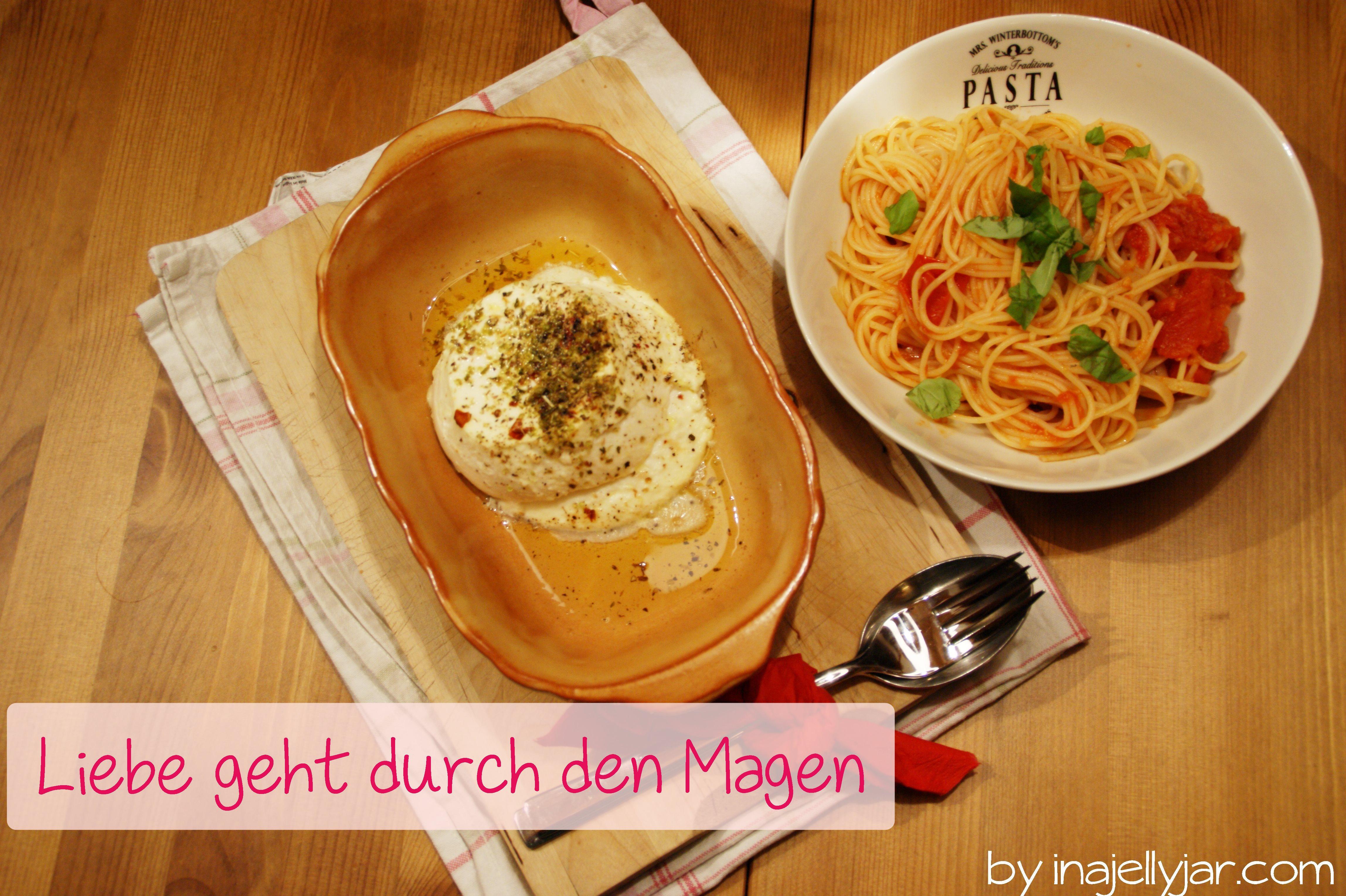 Spagetti mit Tomatensauce und gebackenem Ricotta