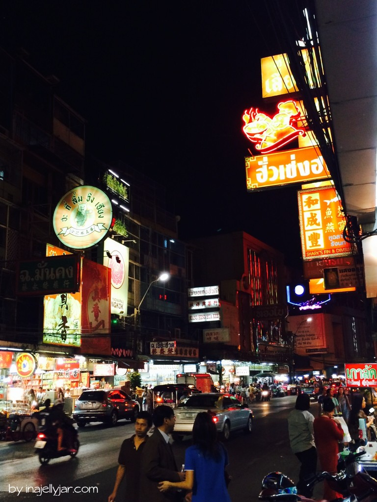 Foodstreet Yaowarat bei Nacht in Chinatown, Bangkok