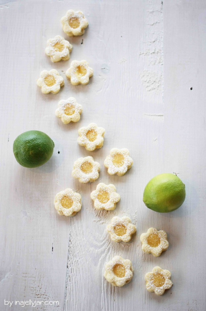 Fruchtige Kekse mit Lemoncurd-Füllung