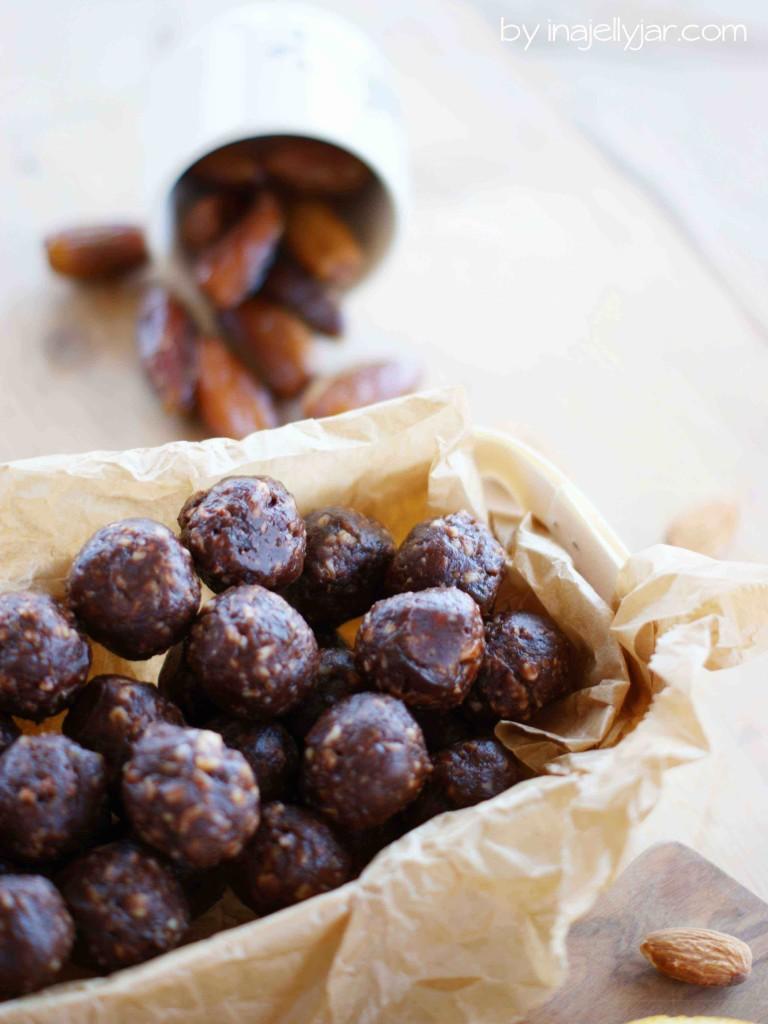 Vegane Bliss Balls mit Orangen, Datteln und Kakao