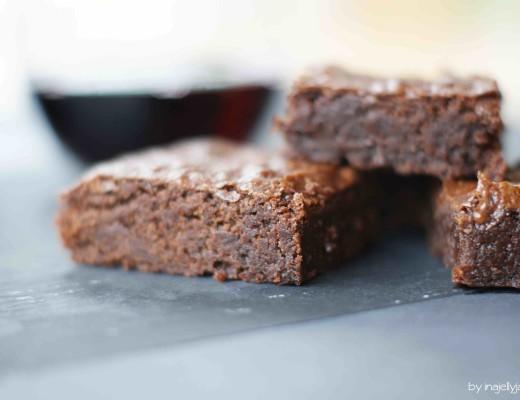 Rotwein-Brownies mit dunkler Schokolade
