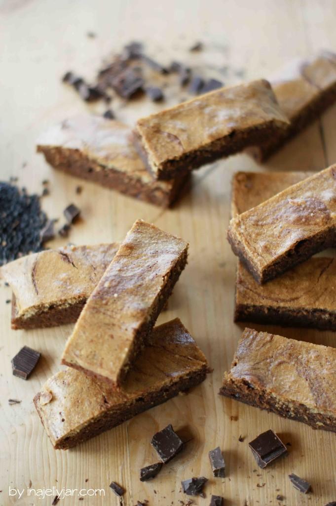 Saftige Brownies mit Tahini-Swirl
