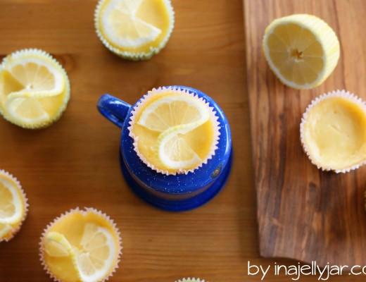 Zitronen-Minicheesecakes mit Keksboden