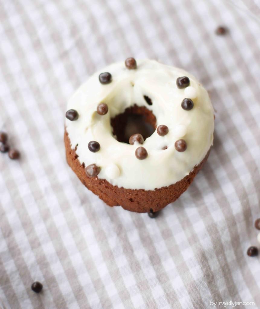 Amarettodonuts mit weißer Schokolade