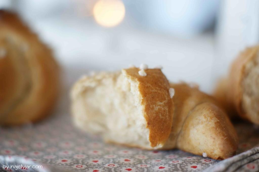 Knuspriges, selbstgemachtes Brioche-Kipferl nach dem geheimen Rezept