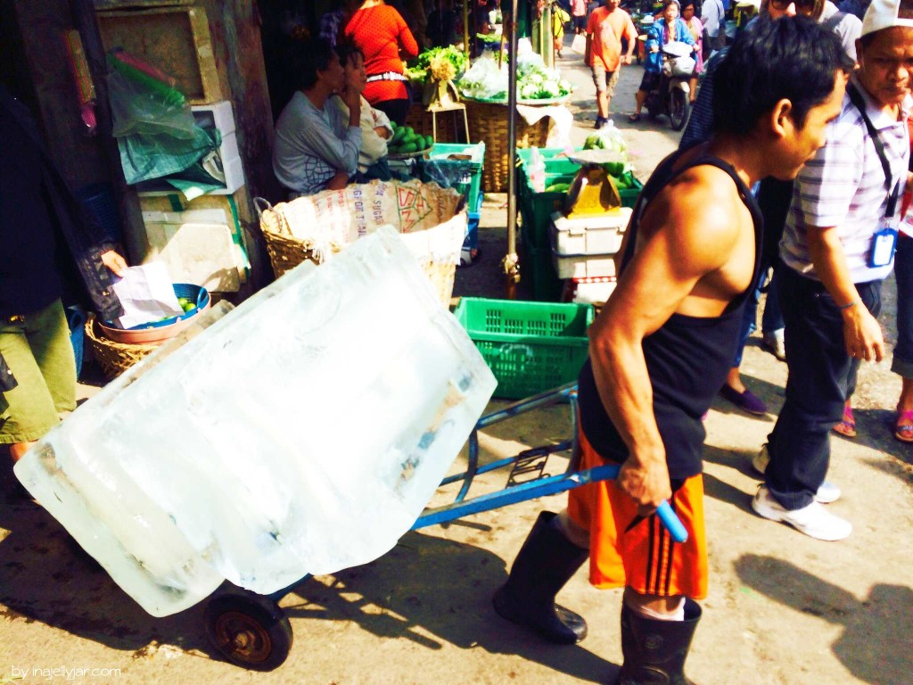 Chinatown in Bangkok: Eislieferung