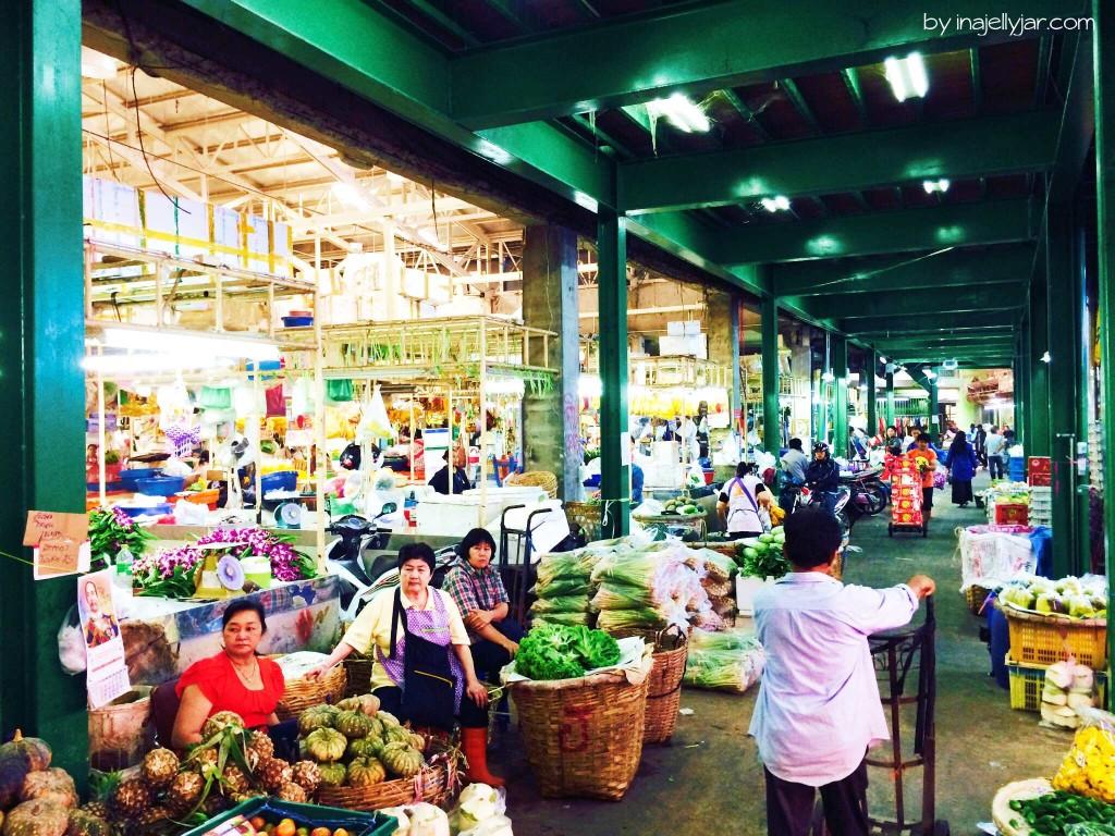 Chinatown in Bangkok: Foodhall mit Gemüse aus Thailand