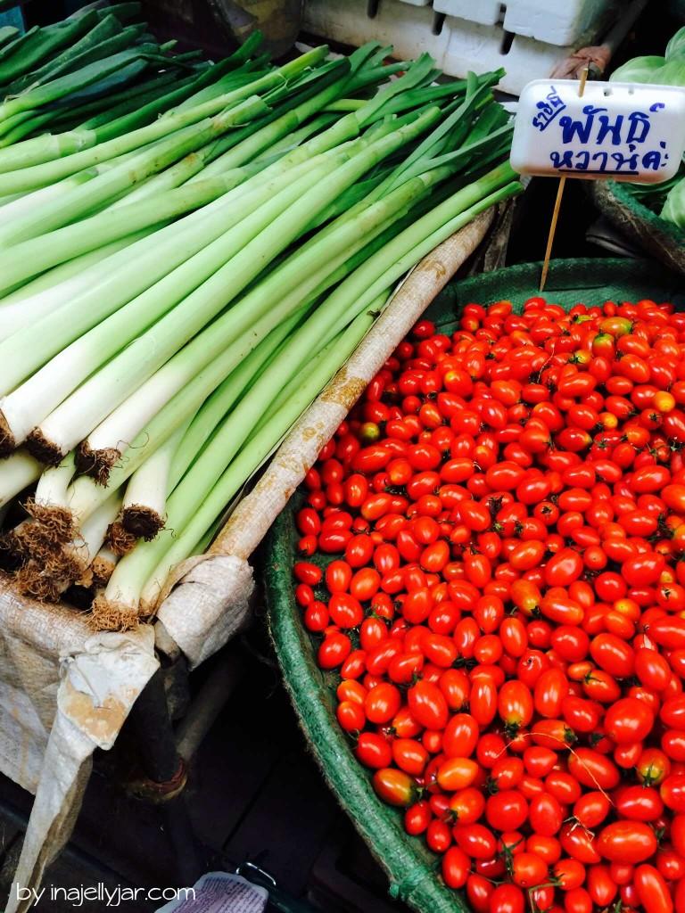 Chinatown in Bangkok: frischer Lauch und Tomaten