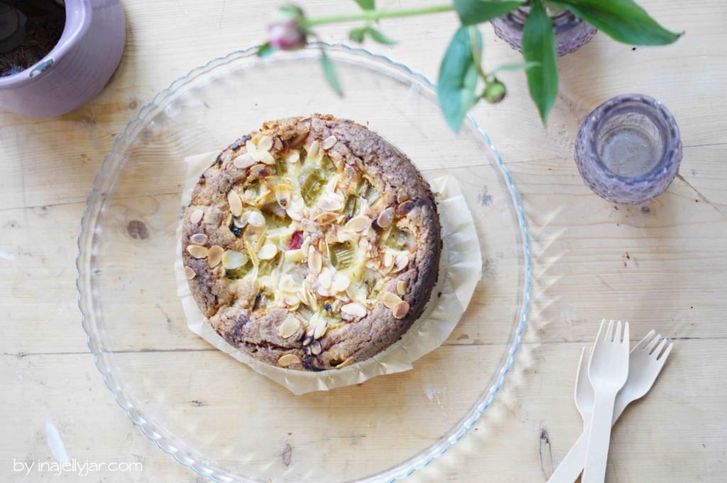 Schneller Rhabarberkuchen mit Mandeln