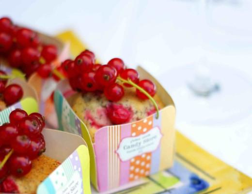 Ribisel-Mohn-Muffins mit Johannisbeeren: Eine sommerliche Variante der süßen Küchlein.