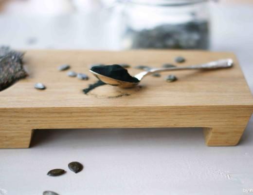 Spirulina Cracker aus Chia-Samen und Kürbiskernen