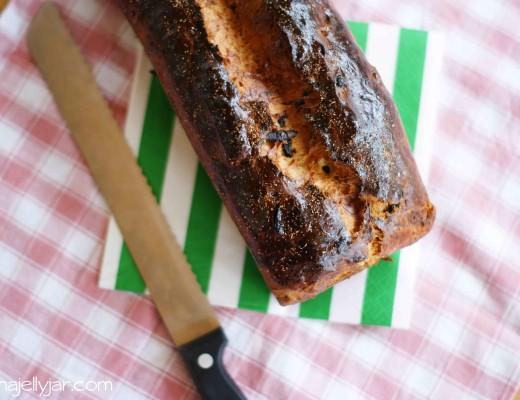 süßes, saftiges Kefirbrot mit Datteln und Gewürzen