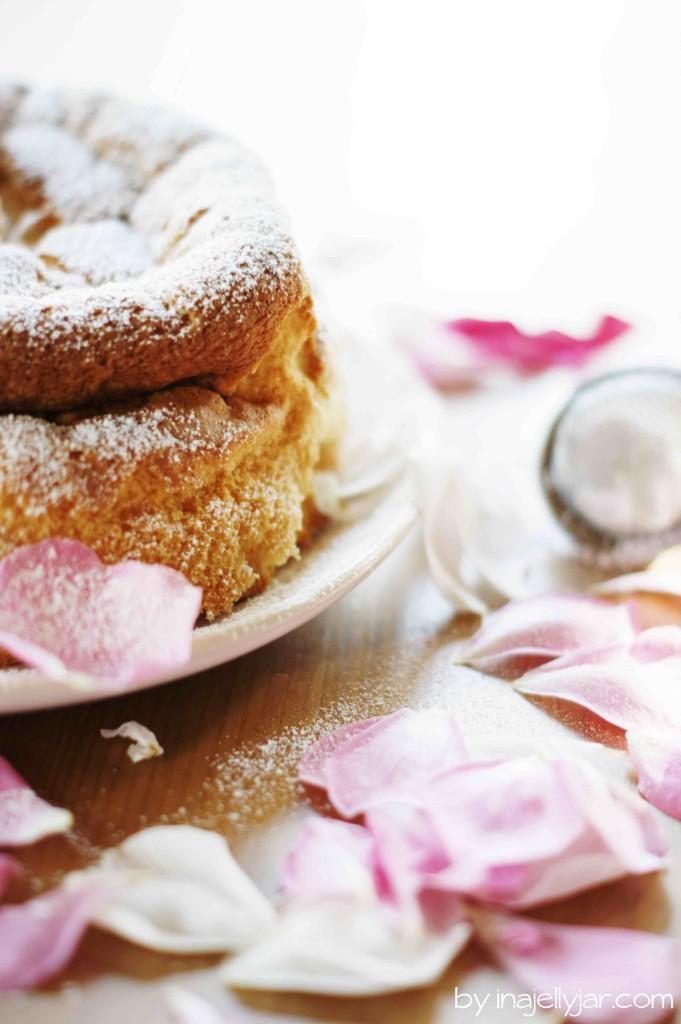 Ultra fluffiger Chiffonkuchen mit Rosen