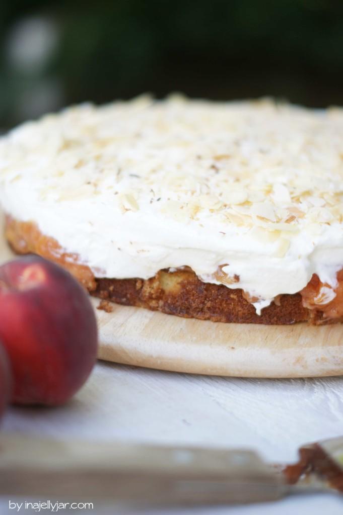 Saftige Pfirsich-Amaretto-Sahnetorte auf Biscuitboden