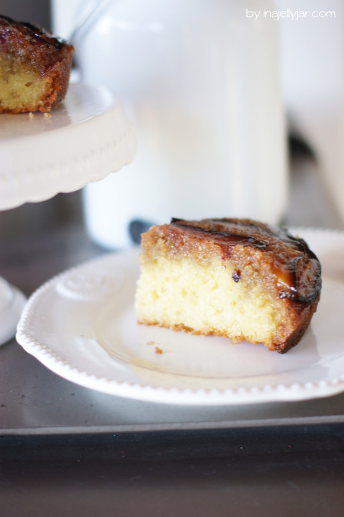 Saftige Upside Down-Kuchen mit Zwetschgen und Honig