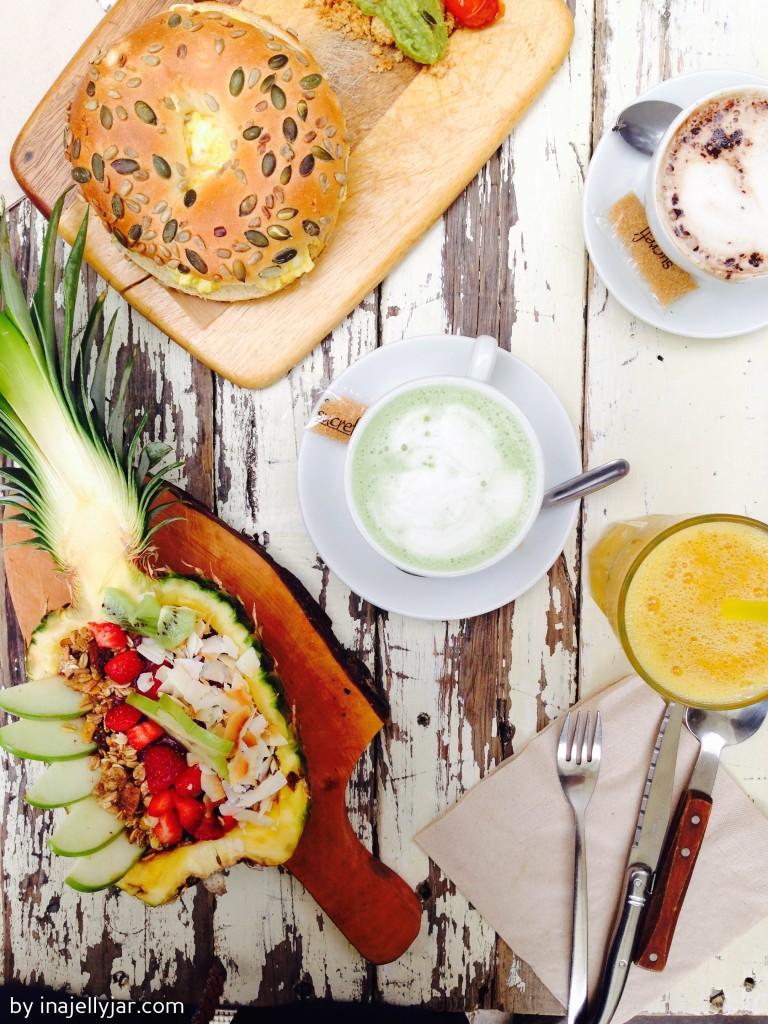 Frühstück in Barcelona: Bagel und Acai Bowl im Brunch & Cake