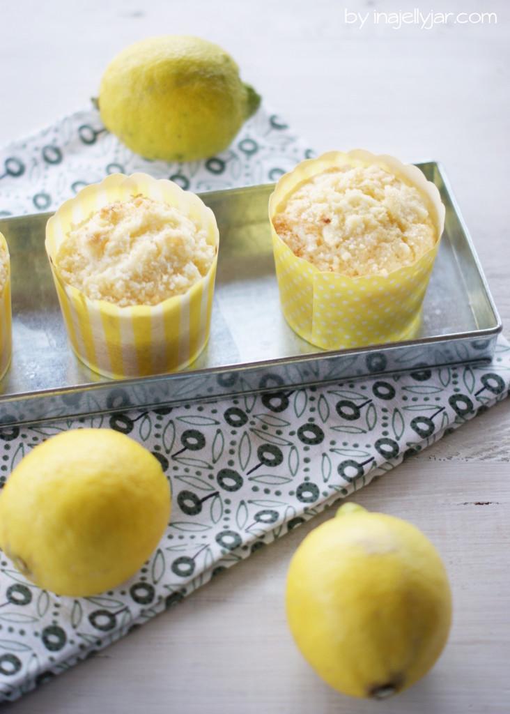 Zitronen Muffins mit Streusseln obendrauf