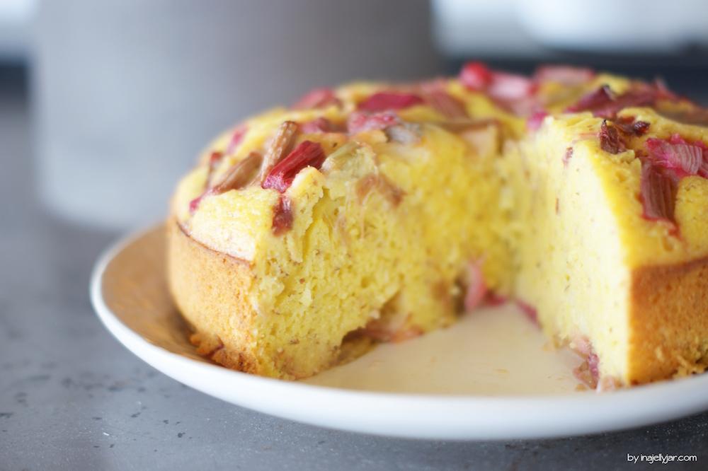Rhabarber-Polenta-Kuchen Rezept
