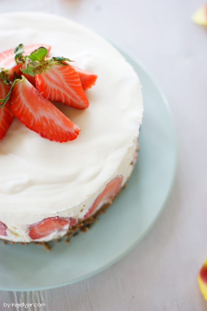 Panna Cotta Torte mit Erdbeeren - no bake