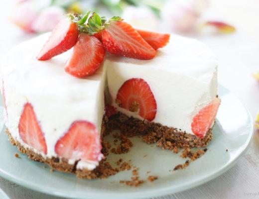 Erdbeer Panna Cotta-Torte
