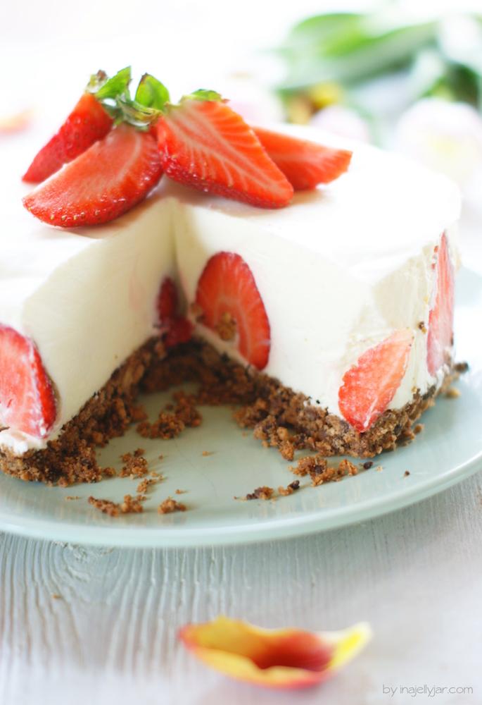 No bake Panna Cotta Torte mit Erdbeeren
