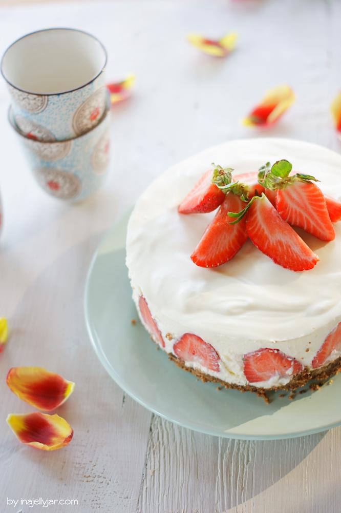 Panna Cotta Torte mit Erdbeeren ohne Backen