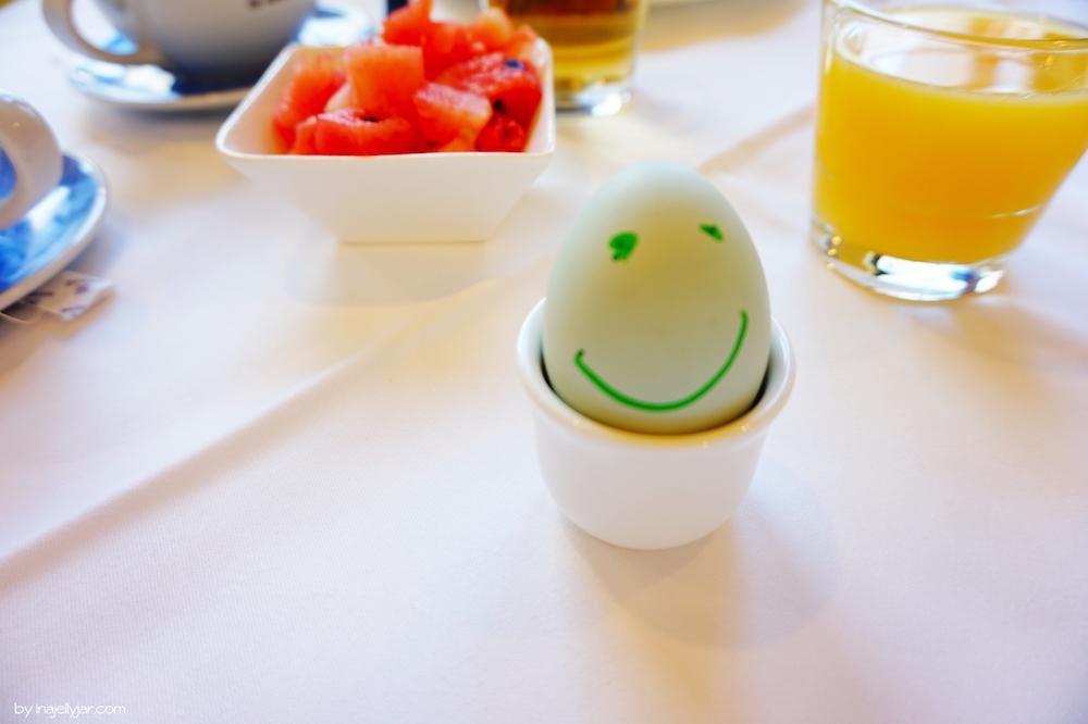Lachende Bio-Eier beim Frühstücksbuffet im Rogner Bad Blumau