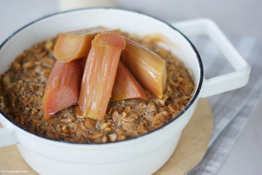 Rezept für Gebackenes Porridge mit Rhabarber