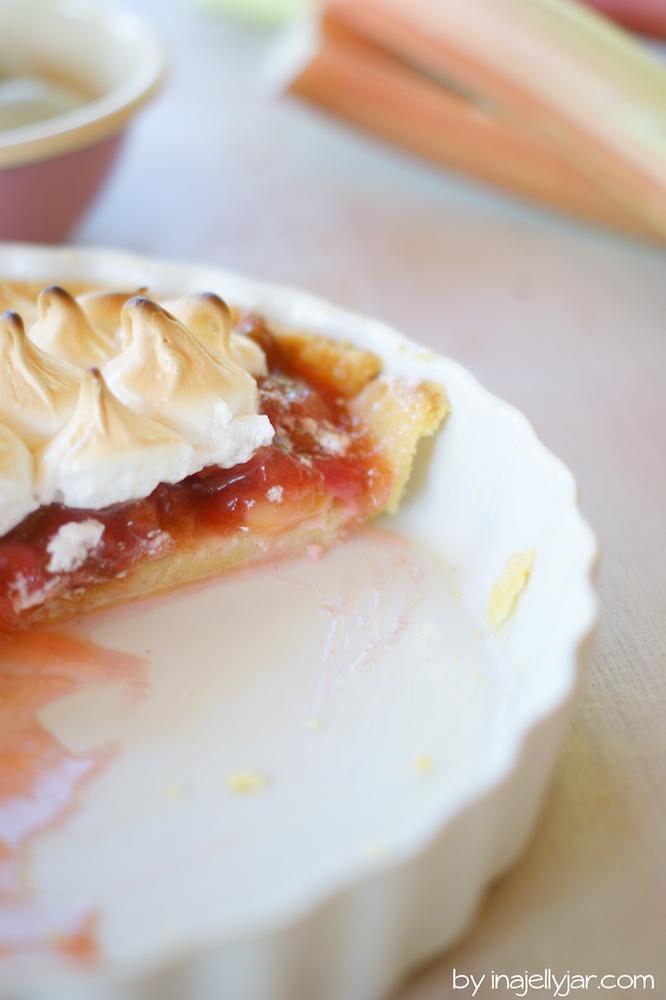 knuspriger Rhabarber Pie mit Baiserhaube