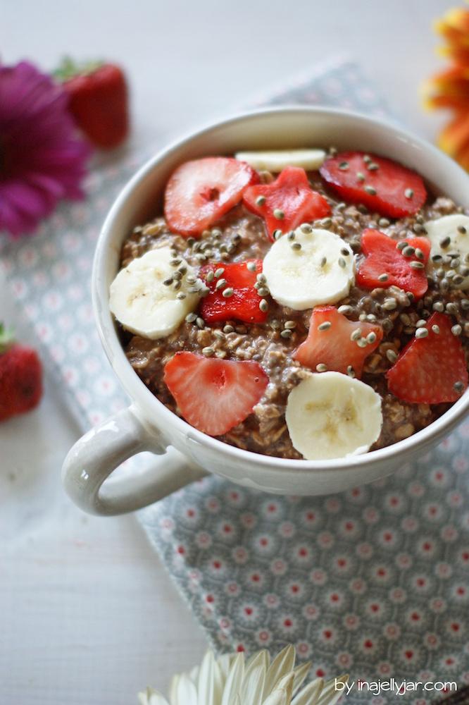 Overnight Oats mit Bananen und Erdbeeren