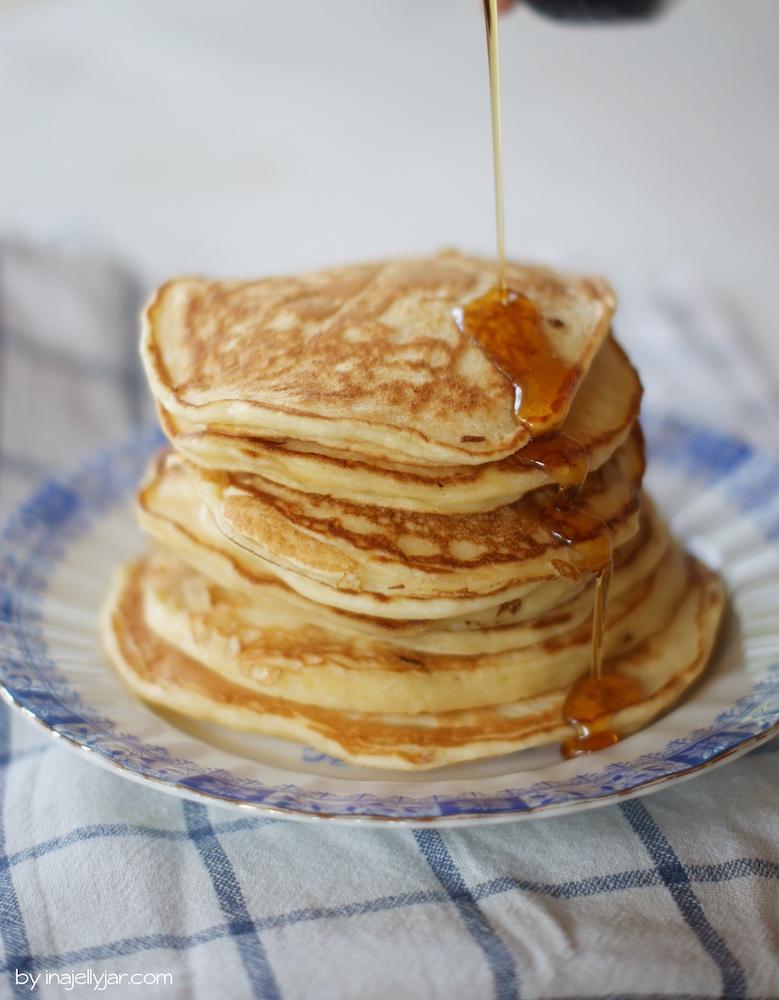 Pancakes mit griechischem Jogurt Frühstück