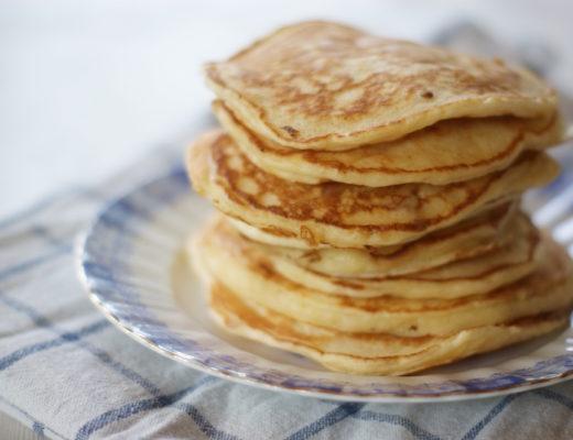 Frühstücks-Idee: Pancakes mit griechischem Jogurt