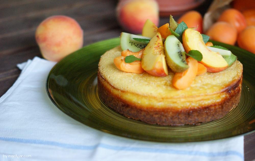Torte mit frischem Pfirsichmousse