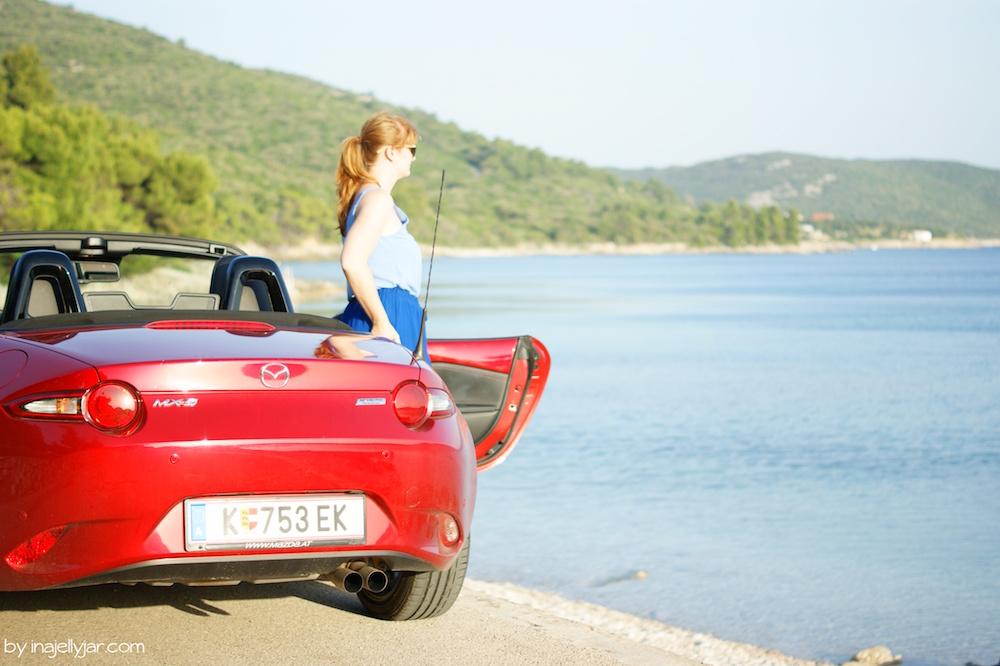 Mazda am Strand von Martinscica