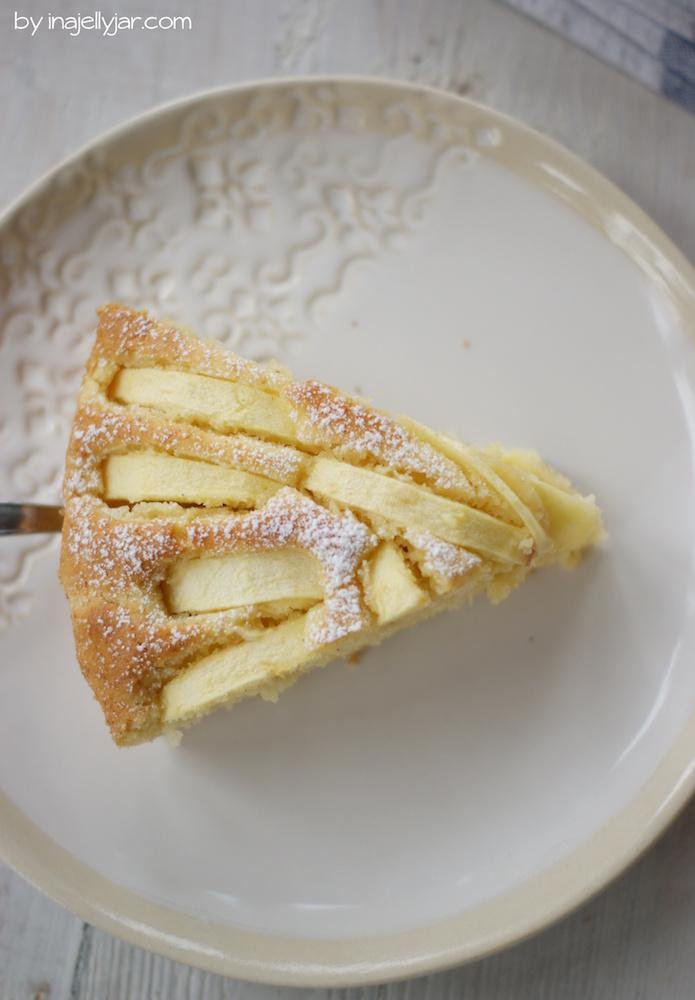 Ein Stück Apfel-Amaretto-Kuchen