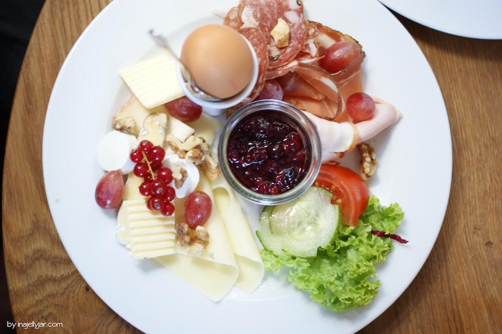 Frühstück mit Käse, Wurst und Marmelade im Bichl Burghausen