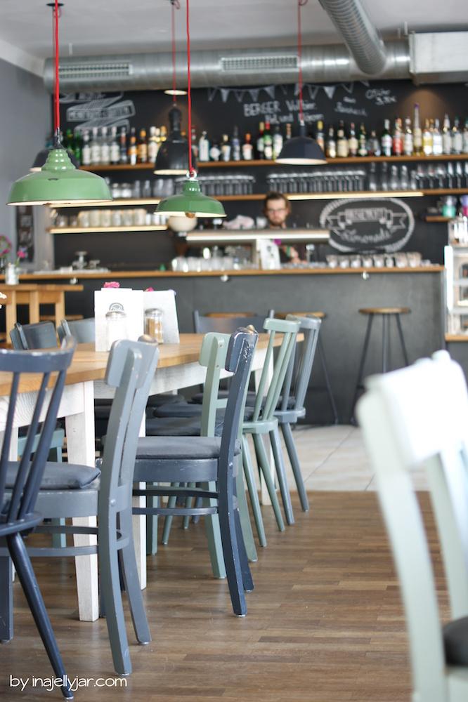 Bichl Burghausen lange Tafel mit Stühlen