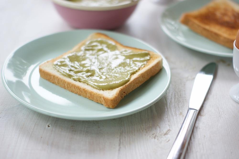 Tahini-Matcha-Aufstrich fürs Frühstück