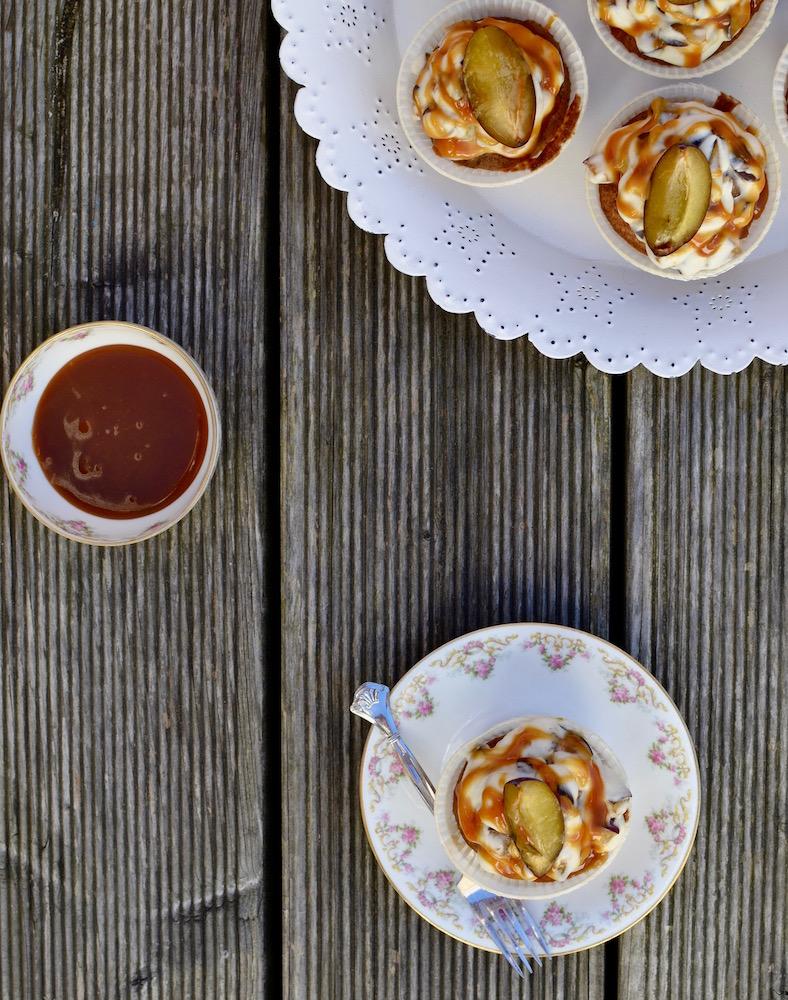 Cupcakes mit Zwetschgen und Karamell