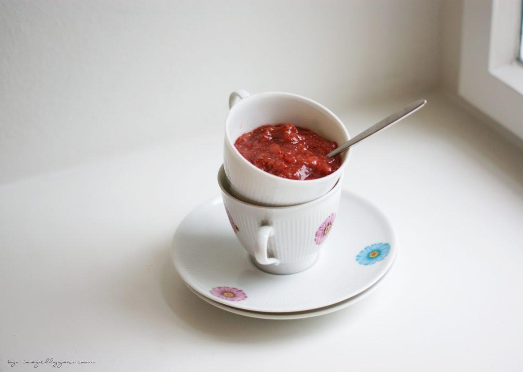 einfache Chiamarmelade Erdbeer-Rhabarber