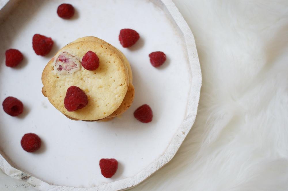 saftige Cookies mit Himbeeren und Zitrone