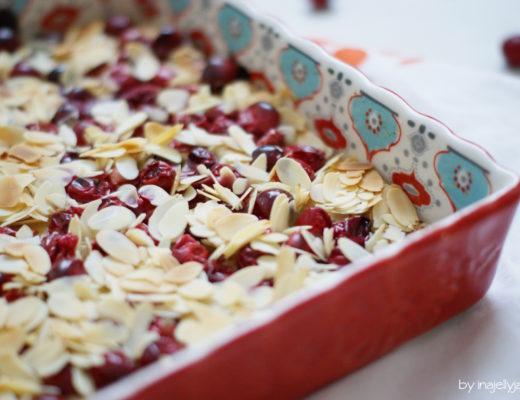 Cranberry-Schnitten mit Mandeltopping