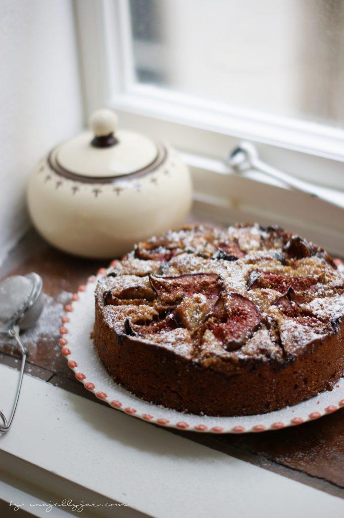 einfacher Feigenkuchen mit einer Extraportion Nüssen