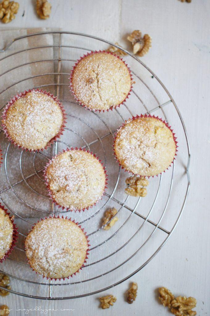 Pancake-Muffins mit Äpfeln und Walnüssen