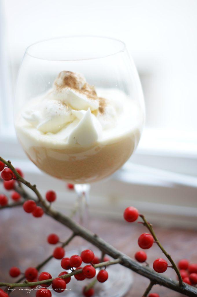 super cremiger Cremiger Toffee-Cider mit Zimt und Sahnehäubchen
