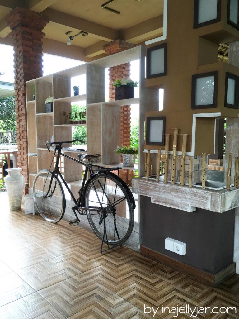 Interieur des Ojas Prana Café in Ubud