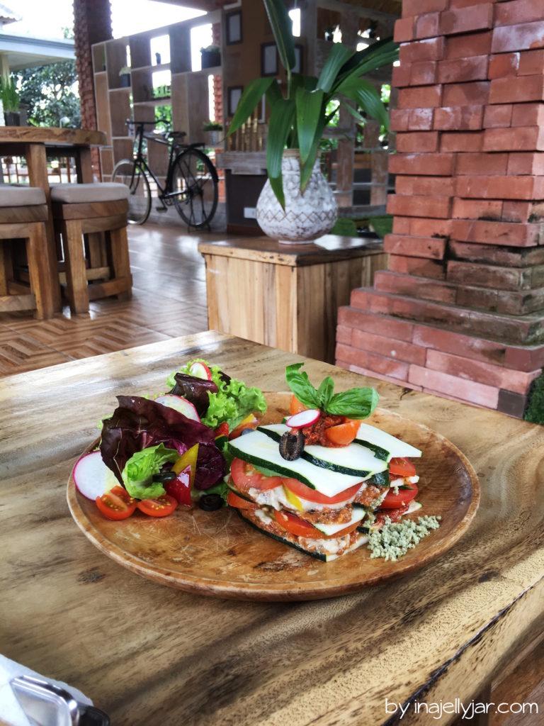 Rawfood: Rohe Zucchini-Lasagne im Ojas Prana Café in Ubud