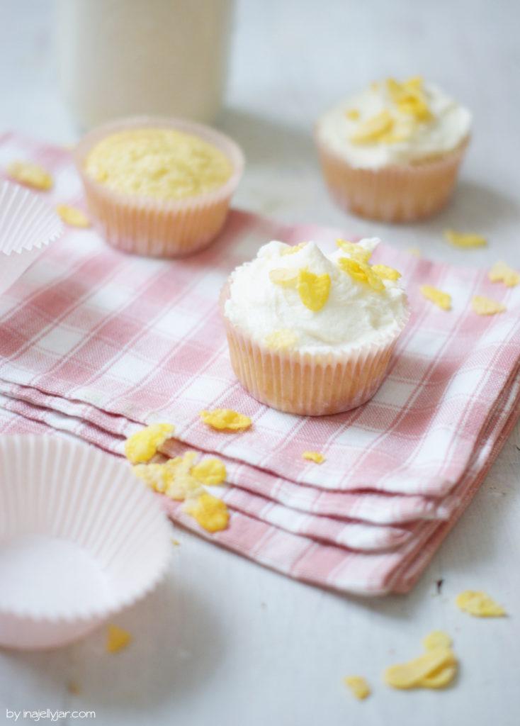 Cupcakes mit Frosting aus Cornflakes-Milch