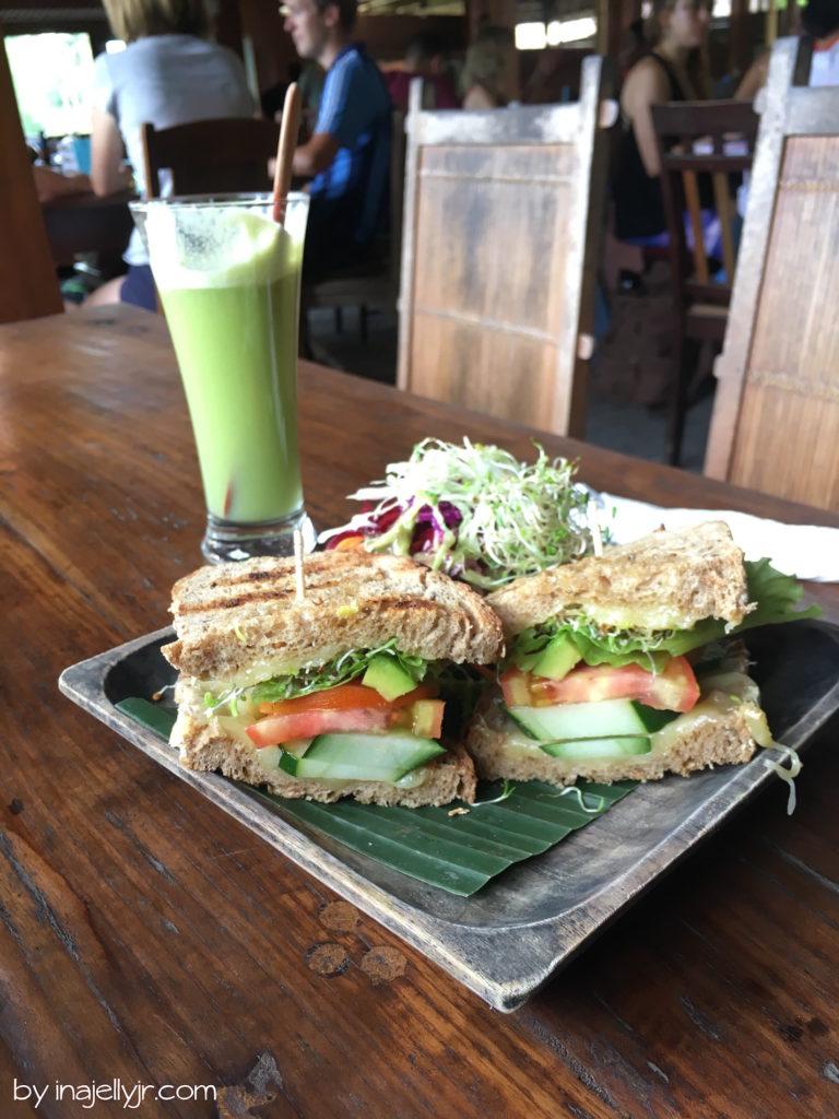 Veggie-Sandwich im Garden Kafe, Ubud Bali