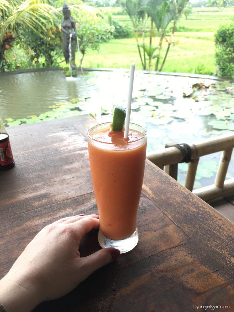 Papaya Smoohie im Karsa Kafe, Ubud in Bali